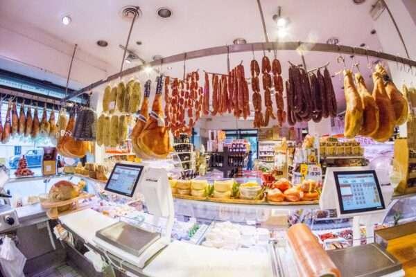 banco norcineria prodotti salumi e formaggio, prosciutti a Roma